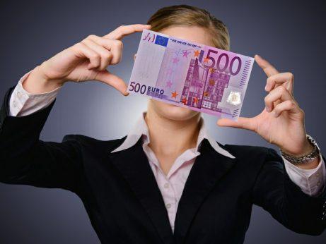 zena-a-bankovka